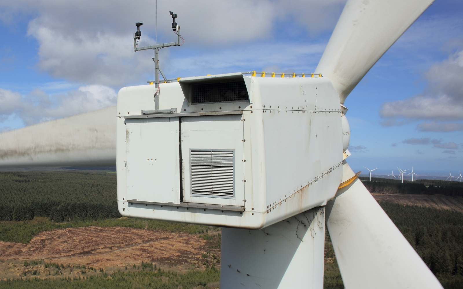 back-of-wind-turbine-during-drone-inspection.jpg#asset:201